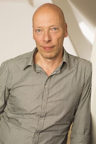 Portrait von Thomas Mücke - ein Mann mit Glatze von vorn fotografiert